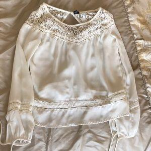 H&M Dividend Lace blouse